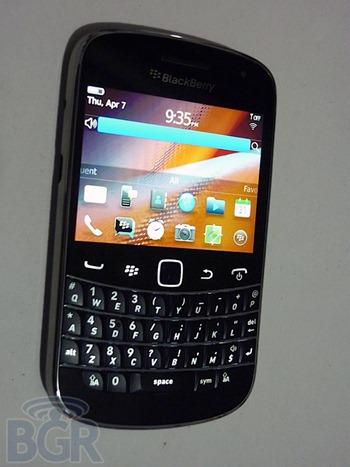 เผยโฉมหน้า BlackBerry Bold Touch 9900 จอสัมผัสในสไตล์ Bold