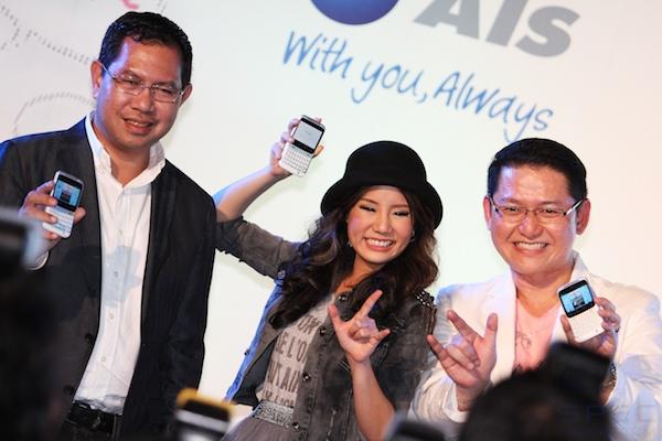 เปิดตัว HTC Cha Cha กับ Facebook Phone รุ่นแรกของโลก พร้อมพรีเซนเตอร์สุดน่ารัก น้องนท The Star