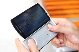 Review Sony Ericsson Xperia play 25