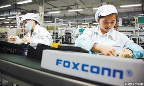 113027-foxconn_workers