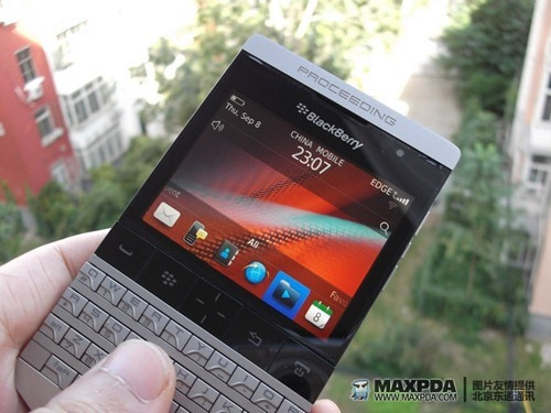 blackberry9980-leaklg1