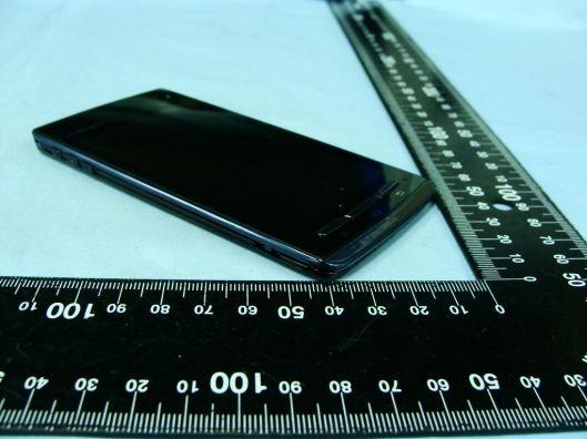 กำเนิด Fujitsu Arrow F-07D สมาร์ทโฟนบางที่สุดเพียง 6.7 มม. เท่ากันทั้งเครื่อง!