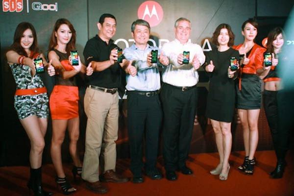 Motorola RAZR Hands-on เปิดตัวในไทยในราคา 18,900 บาทพร้อมเเพคเกจจาก AIS / สถานที่จำหน่าย