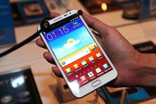 [TME 2012] เล่นจริง จับจริง Samsung Galaxy Note สีขาว และ HTC Sensation XL พร้อมเฮดโฟน Beats Solo