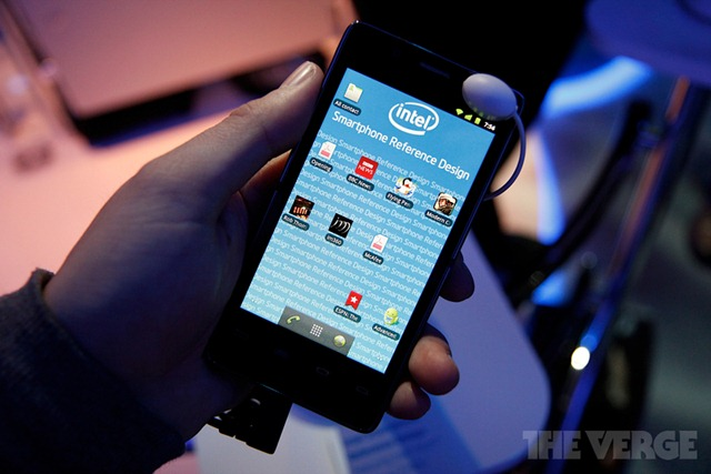 intel-medfield-reference-ces-2012-hands-_MG_5121-rm-verge-1020_gallery_post