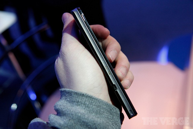 intel-medfield-reference-ces-2012-hands-_MG_5144-rm-verge-1020_gallery_post