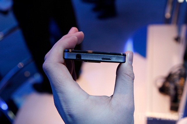 intel-medfield-reference-ces-2012-hands-_MG_5147-rm-verge-1020_gallery_post