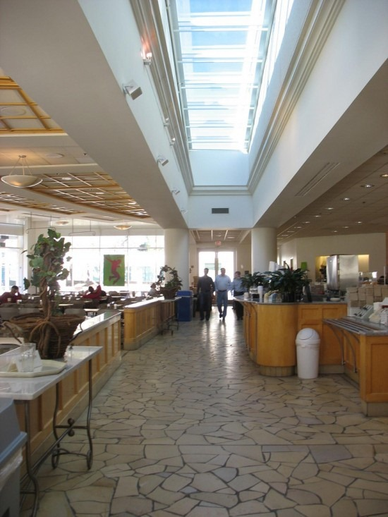 apple_hqcafeteria3-550x733
