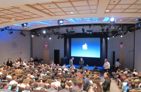 apple_townhall1-550x359