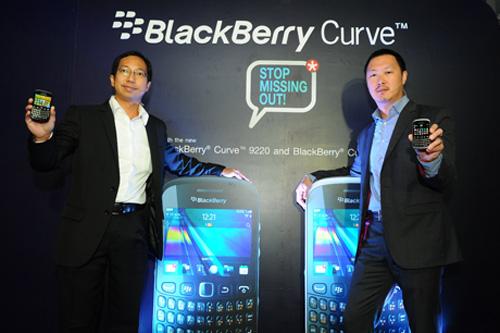 แนะนำสมาร์ทโฟนดีไซน์โฉบเฉี่ยว 2 รุ่นใหม่ล่าสุด แบล็กเบอร์รี่เคิร์ฟ 9320 และเคิร์ฟ 9220