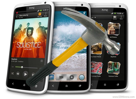 แข่งกันแข็ง !! จอ HTC One X ก็ตอกตะปูได้เหมือนกันนะ