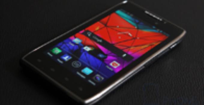 Motorola RAZR Maxx : ลืมไปเลยว่าต้องชาร์จเเบต