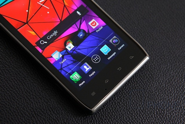 Motorola Razr MAXX Review 3