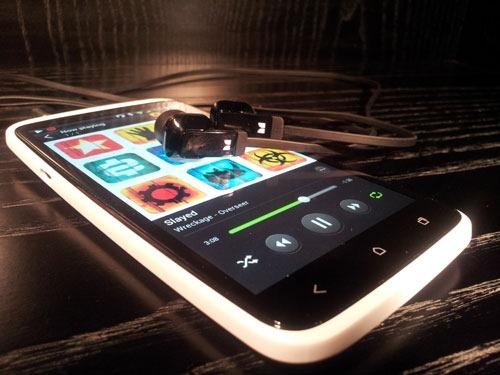 htc-one-x-headphones