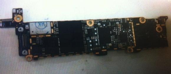 หลุดภาพ Logic Board ที่เชื่อว่าเป็น iPhone 5 แบบเปลือยๆ เบลอๆ คาดใช้ชิป A5X