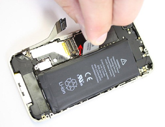 550x-iphone-4-battery-remov
