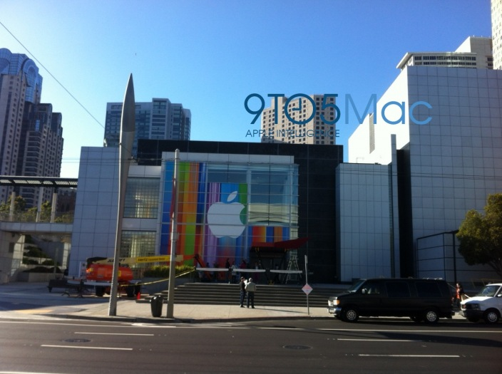 Apple เริ่มตกแต่งสถานที่จัดงานเปิดตัว iPhone 5 แล้ว เน้นสีสันและไม่บอกใบ้เช่นเดิม