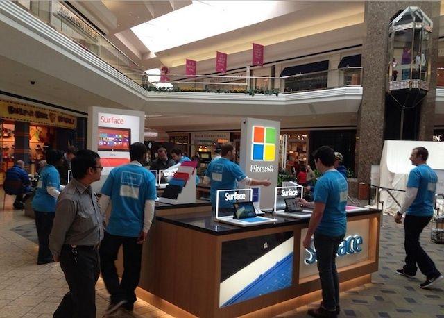 คนต่อคิวรอซื้อ Microsoft Surface ในสหรัฐฯ ไม่ใช่น้อย ถึงขั้นต้องต่อคิวไม่แพ้ Apple