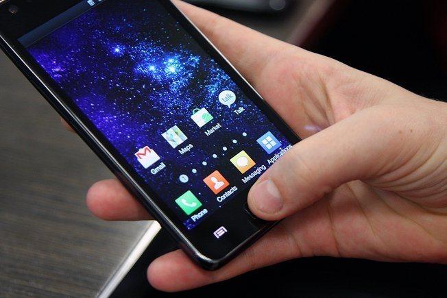 Apple ชนะคดีฟ้องร้องในเนเธอร์แลนด์ ศาลสั่งแบนการขายสมาร์ทโฟน Samsung รุ่นเก่าๆ ยกชุด