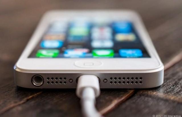 ลือ iPhone 5S จะมาพร้อมจอแบบ Touch-On-Display ที่แก้ปัญหาการสกรอลเพจจากจอ iPhone 5