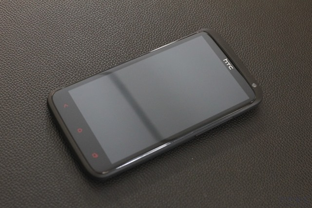 HTC One X  Review 001