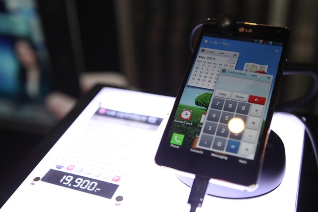 LG-Optimus-G-Hands-on-SpecPhone 035