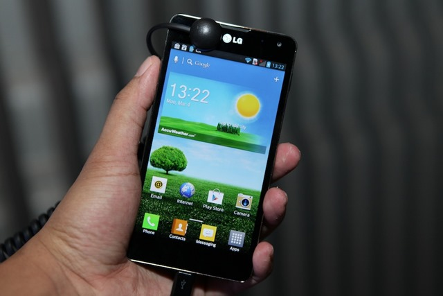 LG-Optimus-G-Hands-on-SpecPhone 037