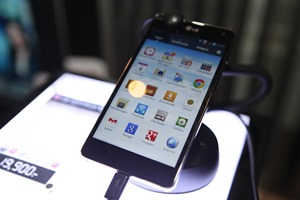 LG-Optimus-G-Hands-on-SpecPhone 051