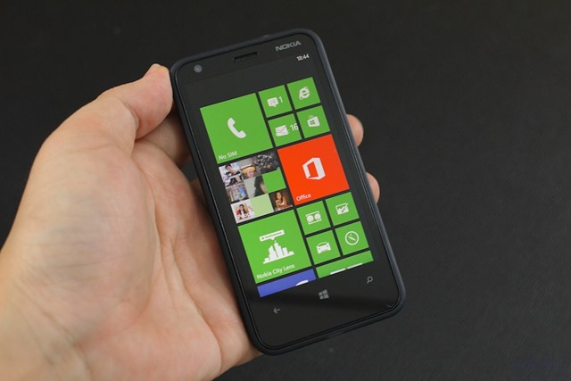 Nokia Lumia 620 Review 004