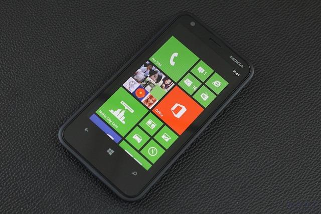 Nokia Lumia 620 Review 008