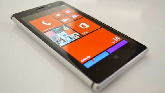 รายละเอียดเพิ่มเติม Nokia EOS มีขนาดใกล้เคียงกับ Lumia 920 แต่กล้องความละเอียดหลายสิบล้านพิกเซล