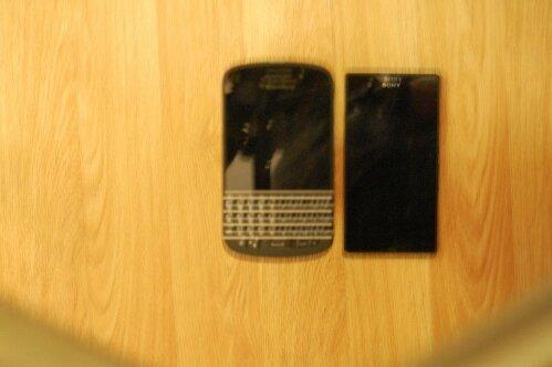 ปรากฏรูป Honami mini ถ่ายคู่กับ BlackBerry Q10