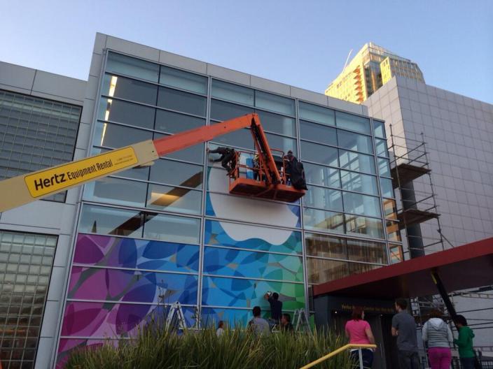 Apple เริ่มตกแต่งสถานที่จัดงานเปิดตัว iPad 5 และ iPad mini 2 แล้ว