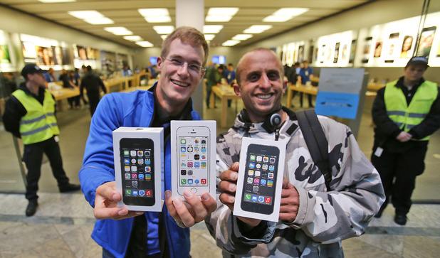 tech-iphone-5s-queues-9