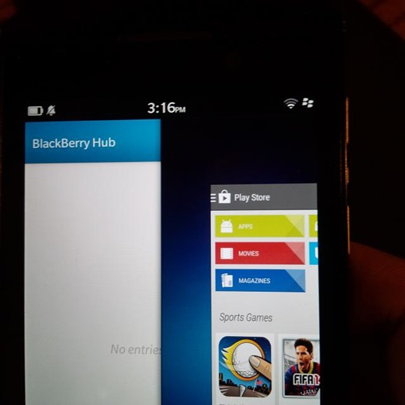 Leaked-screenshots-show-the-Google-Play-S3tore-running-on-BlackBerry-10.2