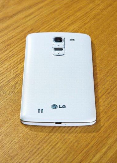 LG G Pro 2 เผยโฉม มากับปุ่มเปิดปิดและเพิ่มลดเสียงด้านหลังเหมือนกับ G2 แต่จอ 6 นิ้ว