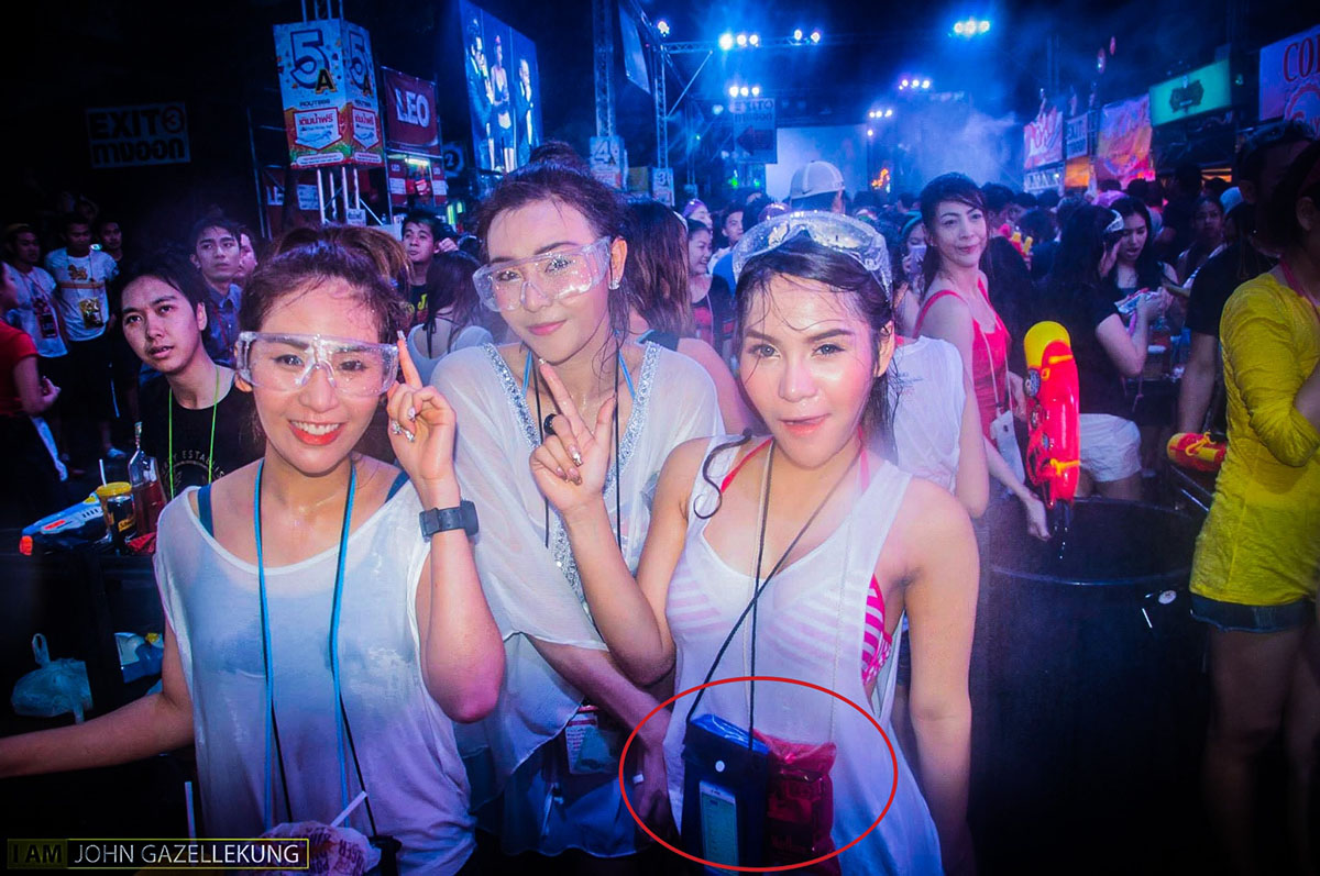 How-to-Protect-Smartphone-Songkran-Fest-SpecPhone