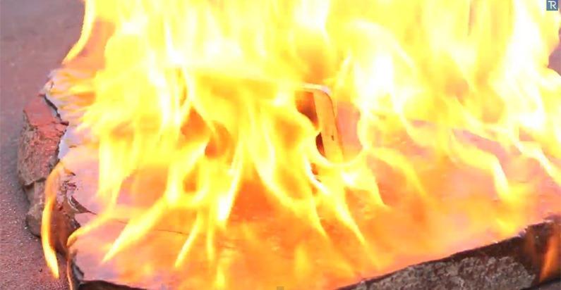 Galaxy S5 ได้ข่าวว่าทนนักใช่มั๊ย จับมาเผาซะให้มันรู้แล้วรู้รอดไปเลย