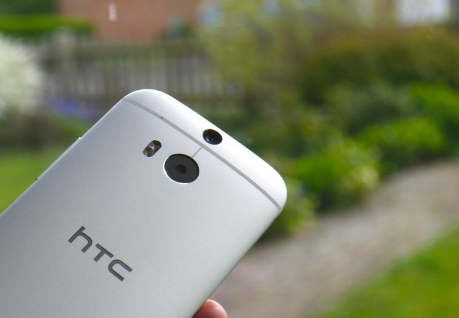 พบบางล็อตของ HTC One M8 มีปัญหารอยขนแมวของเลนส์กล้อง