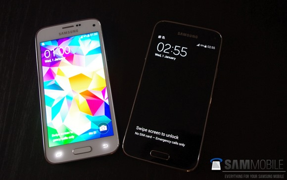 Pictures-of-the-Samsung-Galaxy-S5-mini-some-with-the-Samsung-Galaxy-S53