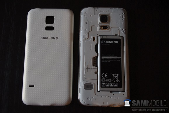 Pictures-of-the-Samsung-Galaxy-S5-mini-some-with-the-Samsung-Galaxy-S54