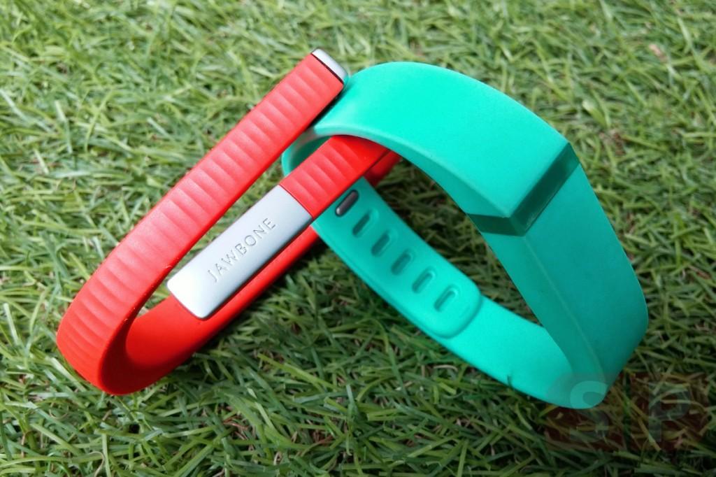 เทียบตัวต่อตัว Jawbone UP24 กับ Fitbit Flex สายรัดข้อมือเพื่อสุขภาพสำหรับคนยุคใหม่
