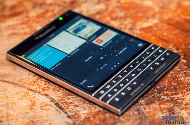 New-pictures-of-the-BlackBerry-Passport (4)