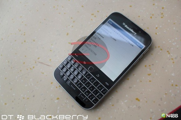 Pictures-of-the-BlackBerry-Classic (4)