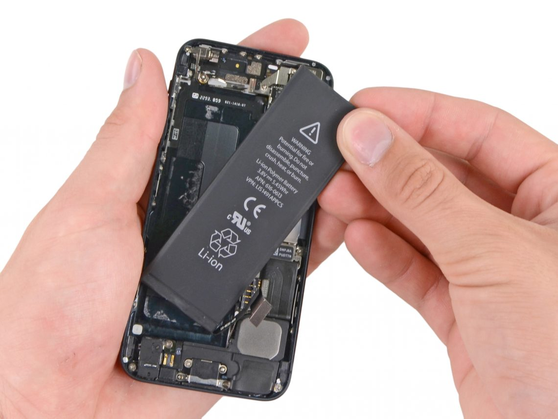 ระวังเงิบ!! Apple ไม่ได้รับเปลี่ยนแบตเตอรี่ฟรีให้กับ iPhone 5 ทุกเครื่องนะจ๊ะ