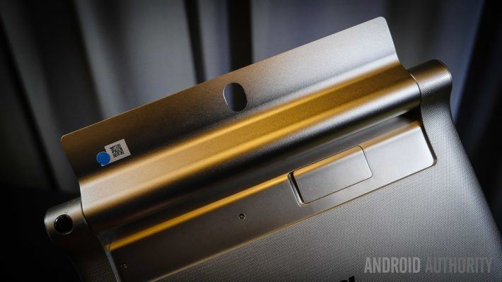 lenovo-yoga-tablet-2-8-and-10-first-look-aa-13-of-24-710x399