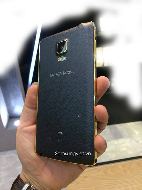 This-might-be-the-gold-plated-version-of-the-Samsung-Galaxy-Note-Edge3