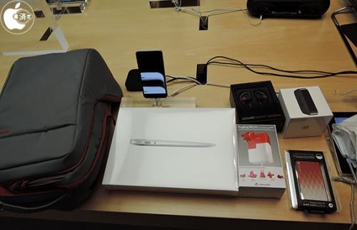 มาดูกันว่าในถุง Apple Lucky Bag จะมีอะไรอยู่ข้างในบ้าง รับรองเห็นแล้วต้องอยากเสี่ยงดวง