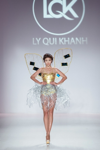5. Mau Thanh Thuy, champion of Vietnam's Next Model 2013, presented the opening outfit