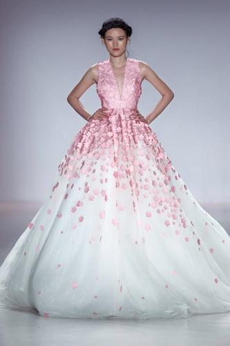 7. Tuyet Lan, Vietnam's 2010 Next Top Model runner-up, to present The Last Petal collection